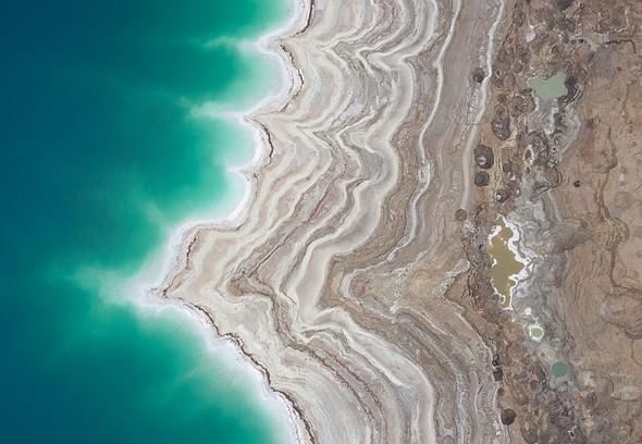 从空中可以看到死海沿岸美丽的轮廓和层次。 DJI Mavic II Pro,1/20秒,F4,ISO200。以色列Ein Gedi