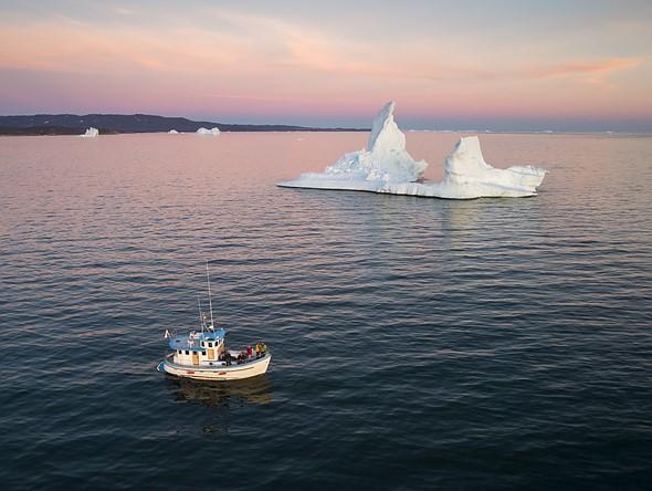 这艘船有一个更舒适的开放空间,可以起降,但仍具有挑战性。