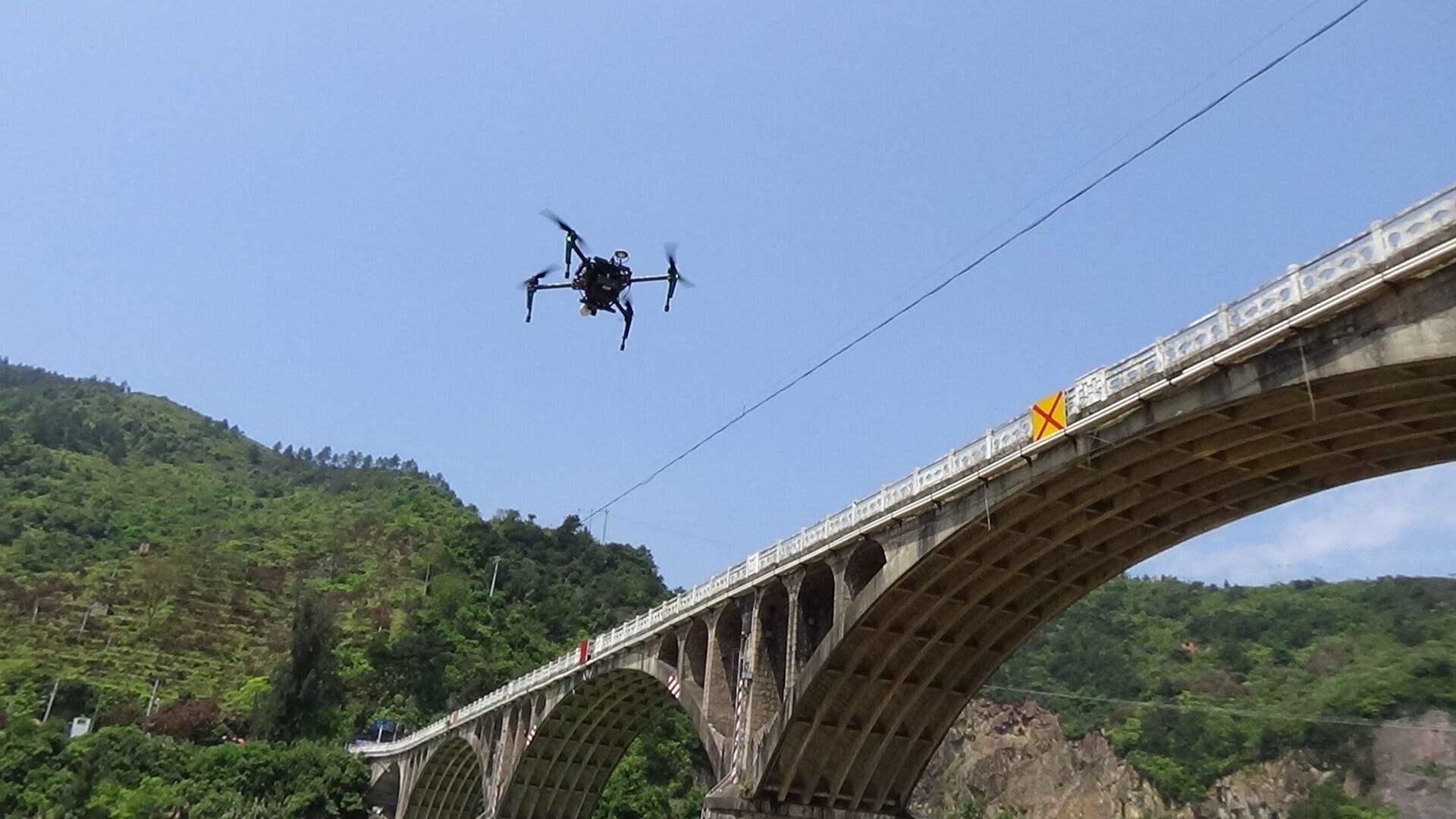 无人机桥梁