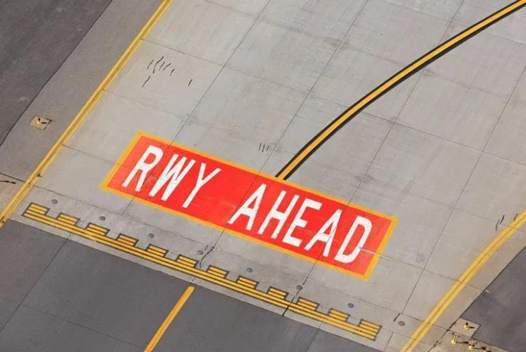 CNS无人机可以在远处进行检查。 高空剖面和微型进近由ILS检查无人机进行