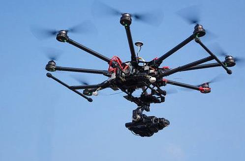 无人机在三维空间飞行航拍