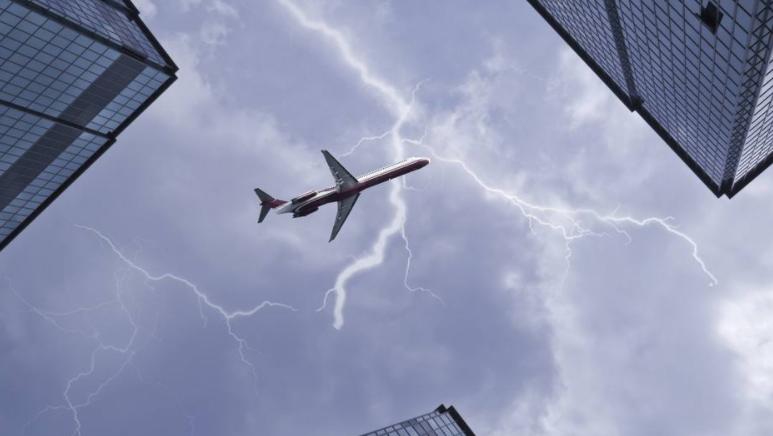 雷雨天气飞行技巧