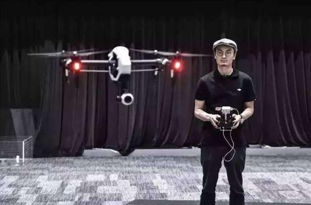 无人机垂直升降