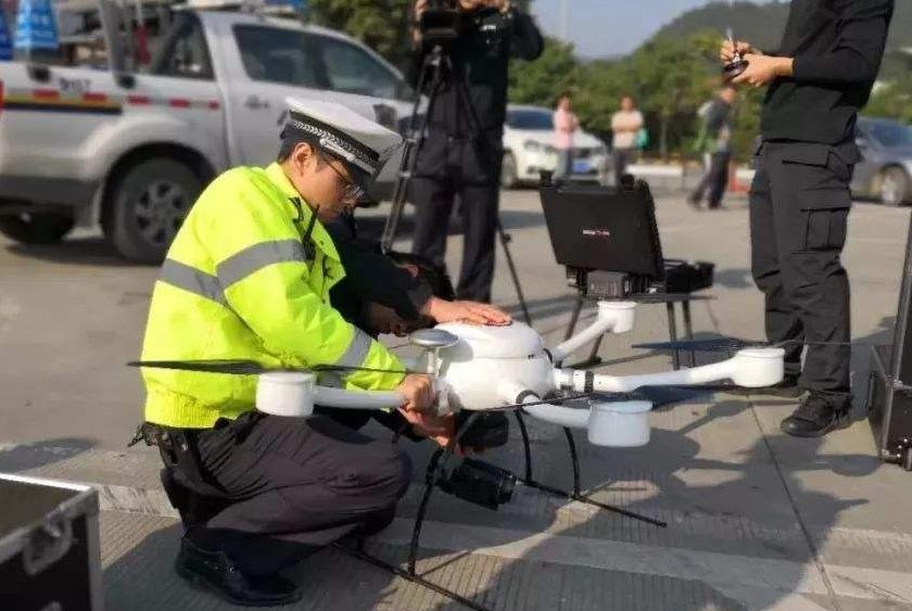 无人机协助交通执法
