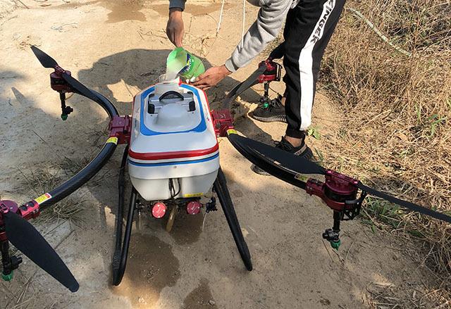 使用植保无人机作业