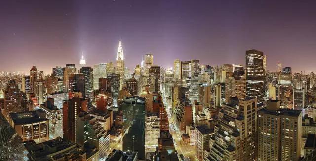 夜晚明亮如昼的纽约曼哈顿