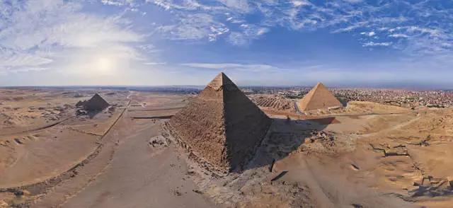 埃及金字塔的全景图