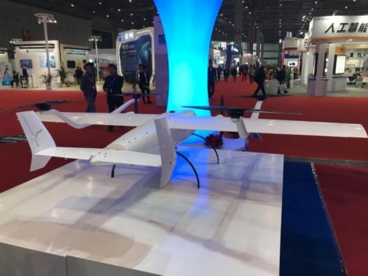 无人机载型灭火系统主要由无人机集群、灭火弹、机载探测设备组成