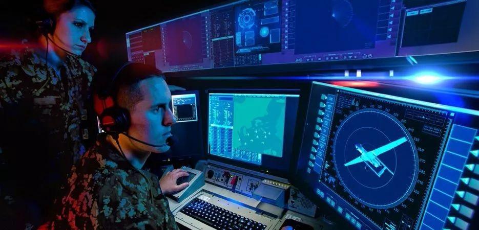 通信和战斗管理系统检测,跟踪和识别无人机威胁