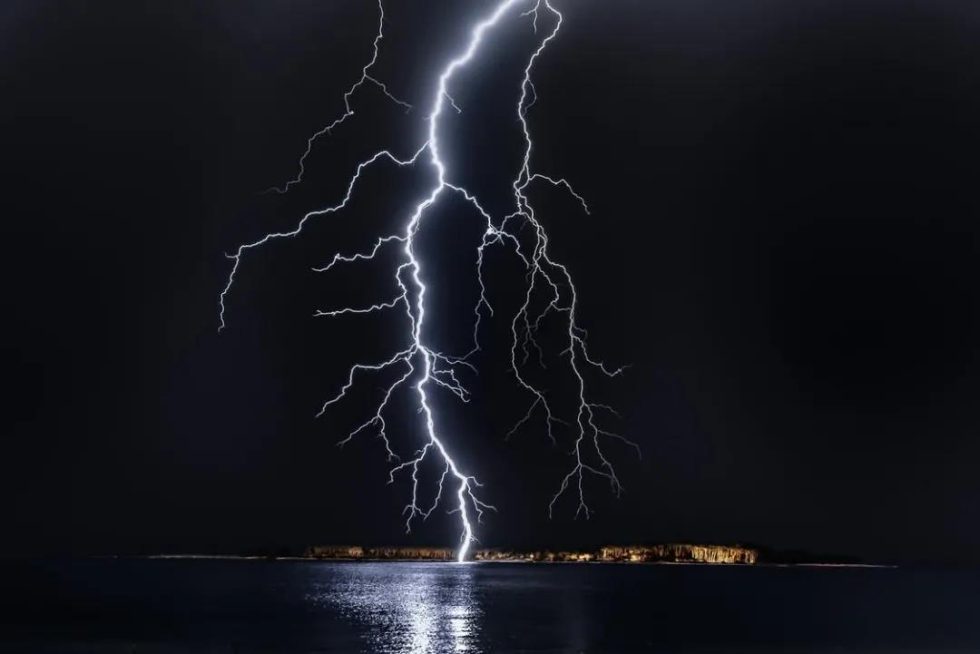 航空知识 雷雨天气下的飞行建议