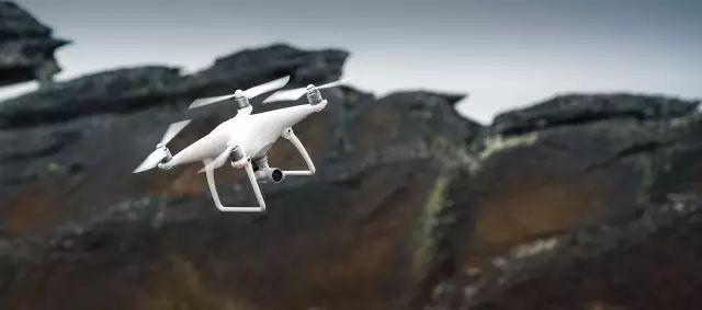 用无人机进行动态拍摄