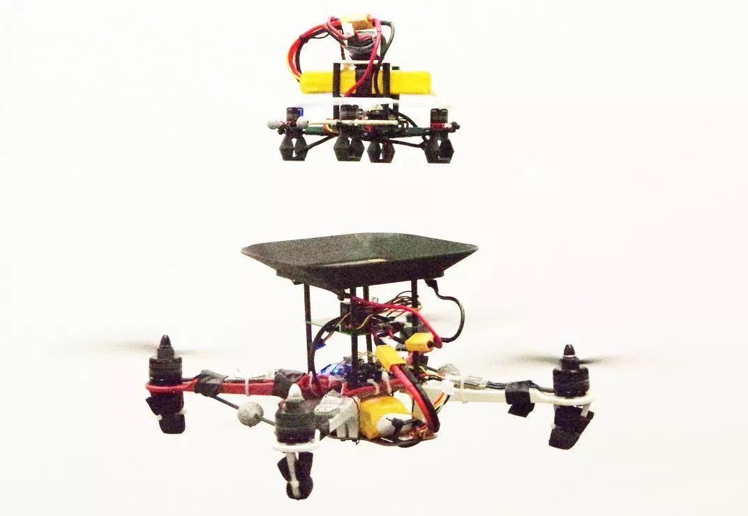 """对电池进行""""空中加油""""延长无人机飞行时间插图"""