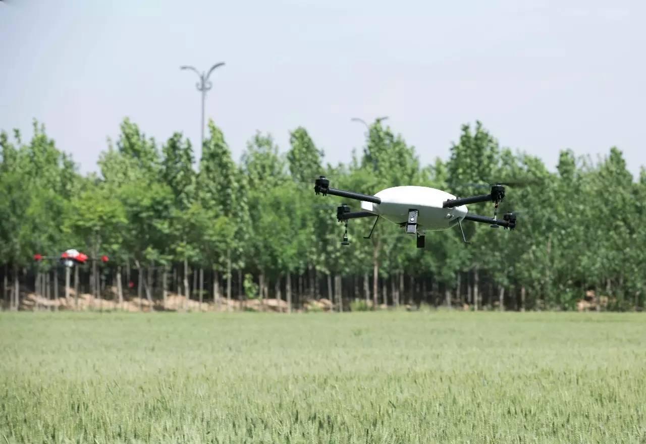 植保无人机主要有两种喷洒技术