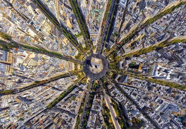 从法国巴黎凯旋门俯拍的全景图
