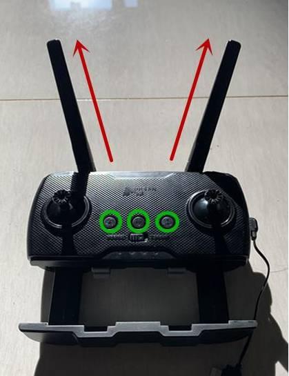 哈博森Zino Pro机身和遥控器均为黑色