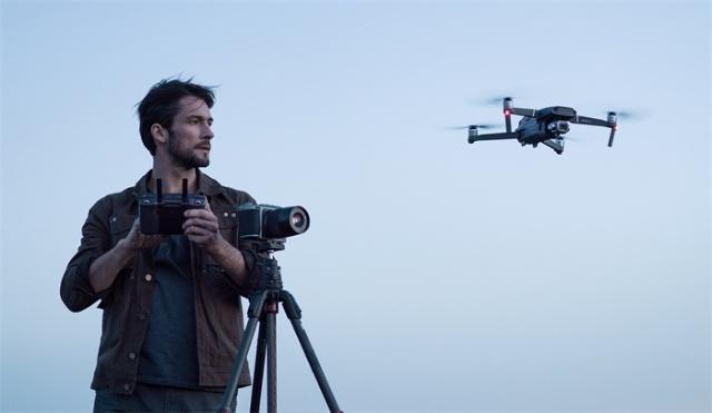 消费级航拍无人机的遥控器形象