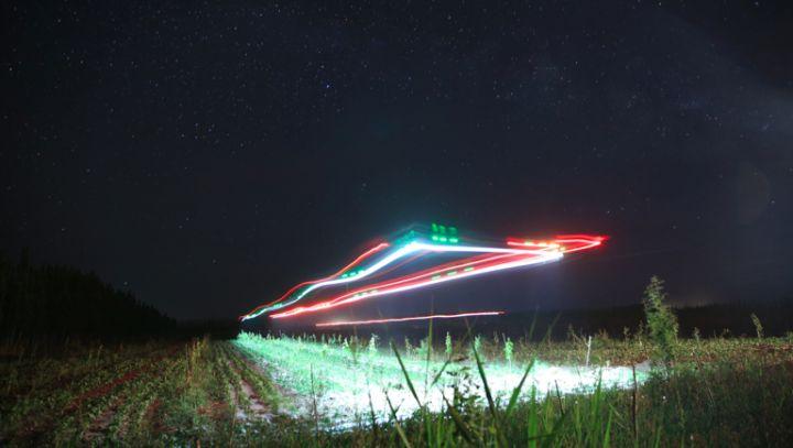 农田中进行夜间飞行