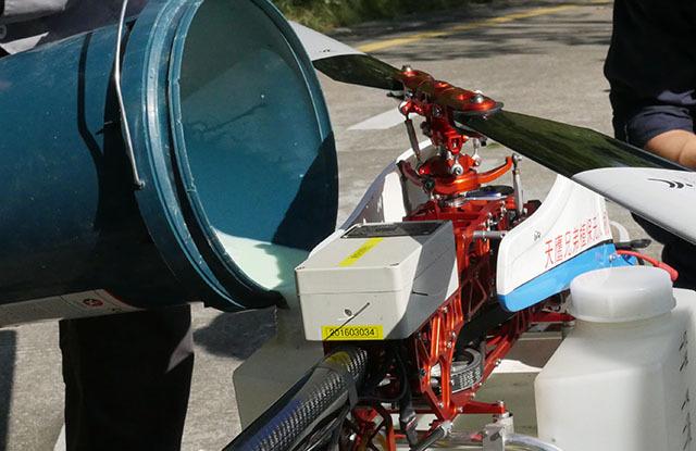 银湖山郊野公园生态林开展薇甘菊植保无人机喷洒防控作业