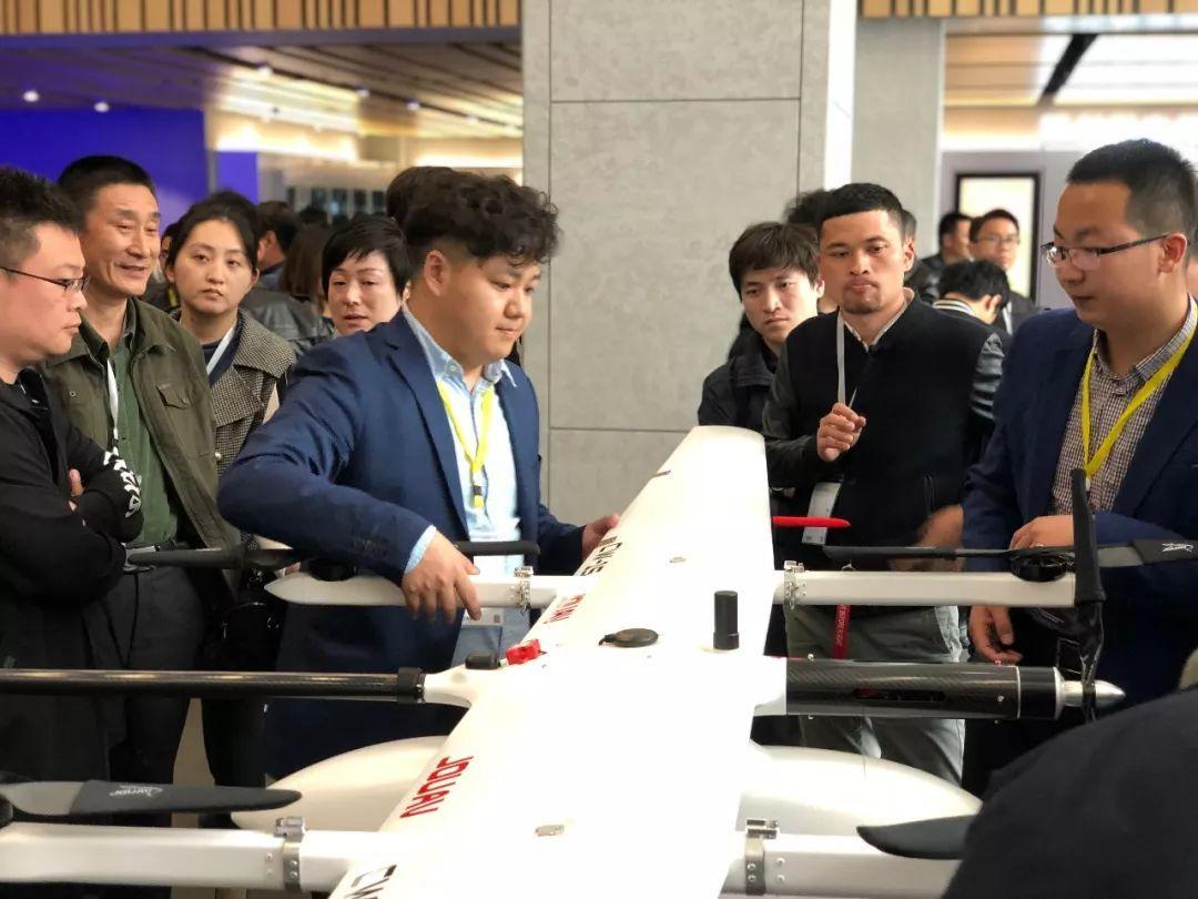 """成都纵横发布了""""CW-15大鹏""""垂直起降固定翼无人机。"""