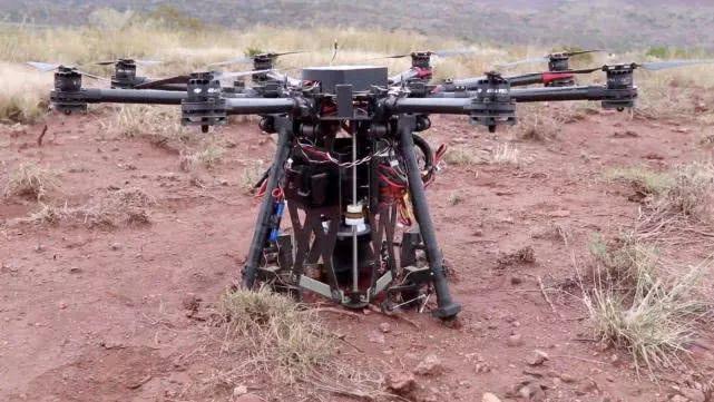 布拉斯加大学新型无人机:拥有挖掘机功能