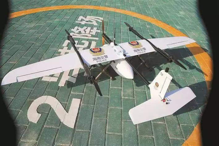 测试场启用仪式上进行的无人机应急救援展示。