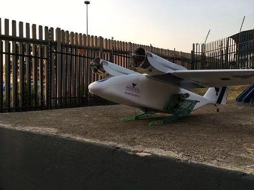 南非送货无人机 利用腿起飞着陆