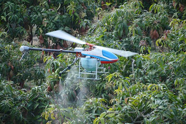 使用无人机进行飞防作业应提前配好药,有利于提高植保无人机作业效率。