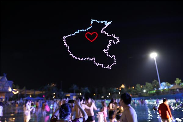 河南首家无人机表演编队亮相 夜空中上演科幻大片!7