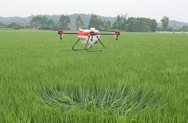 无人机的作业效率是人工喷洒的10-15倍