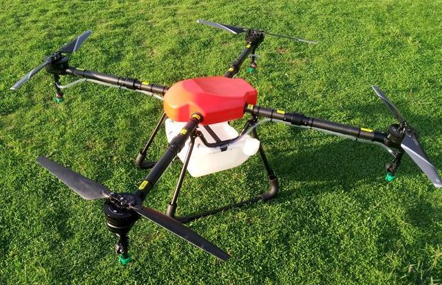 采用植保无人机通过空中喷洒农药来防治紫薇花蚜虫病害