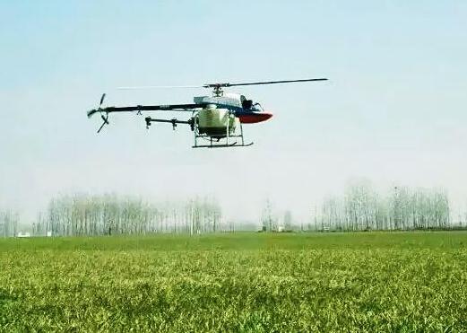 植保无人机进行喷防作业
