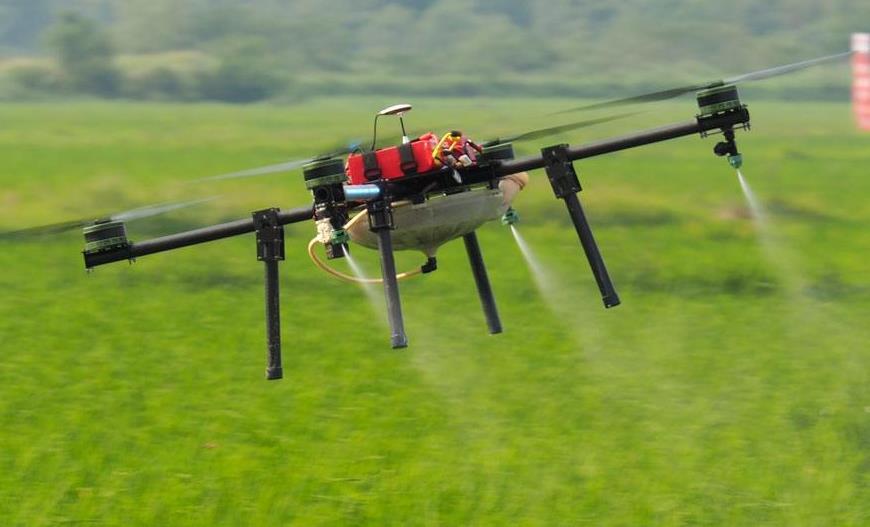 可使用无人机向稻田中喷洒生物制剂