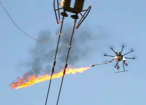 贵州安顺供电局输电管理所曾用喷火无人机清除电线上的风筝