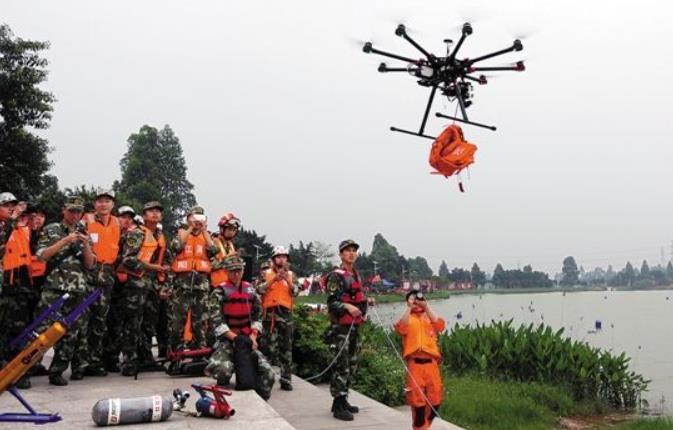 北京无人机助力消防员救援