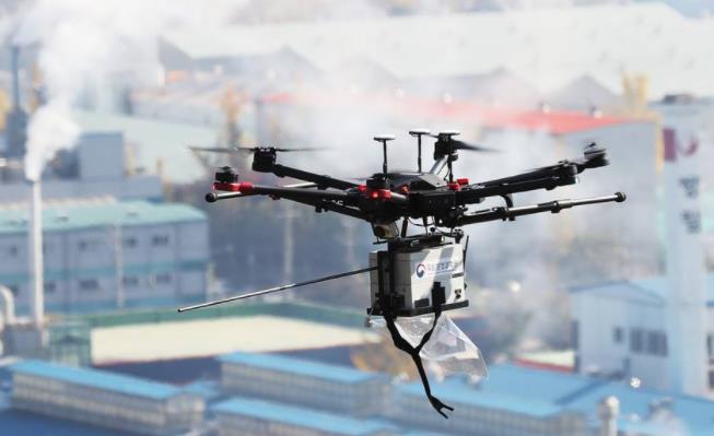 利用无人机搭载空气监测设备对企业排放的污染因子进行实时采样监测