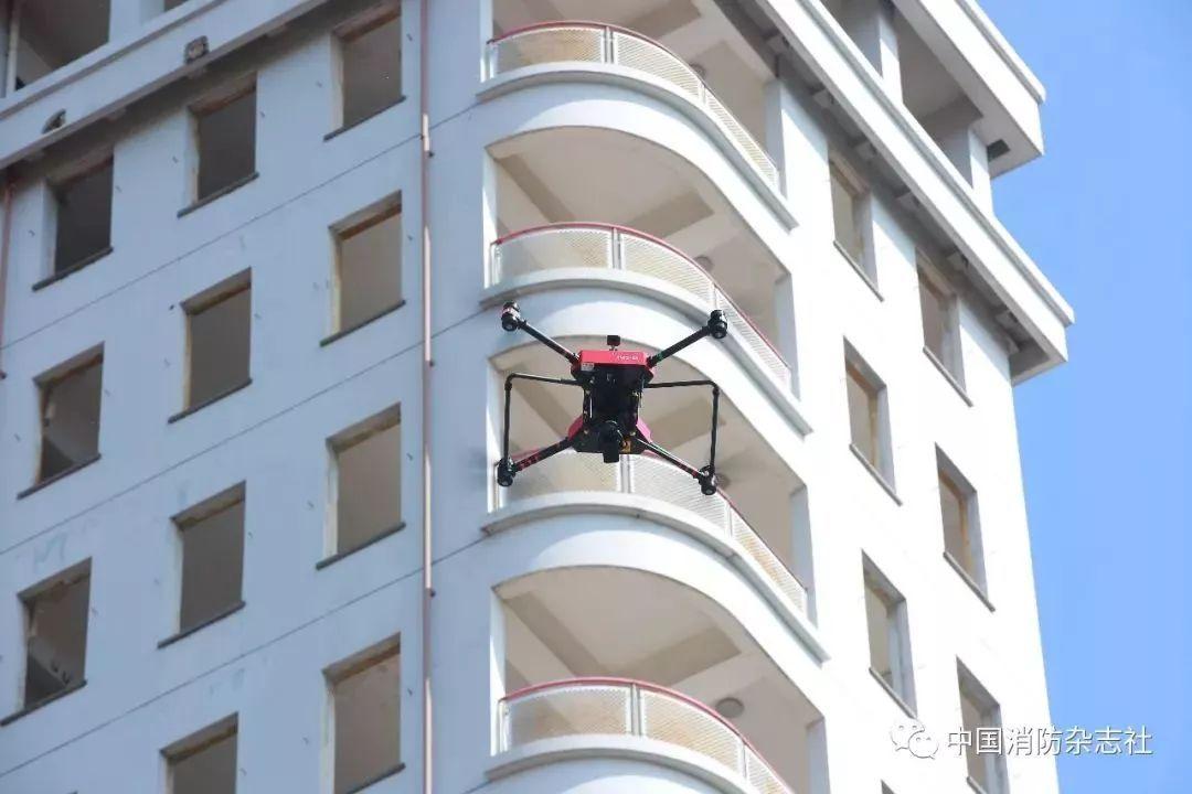 无人机垂直喷射干粉
