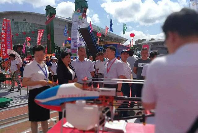 植保无人机在2017中俄农机展洽会亮相。