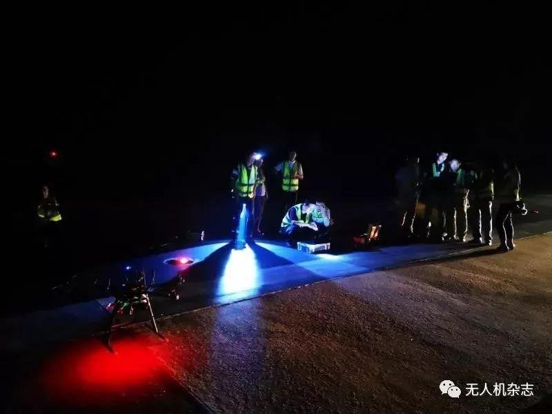 测试人员携带无人机、外场测试仪等设备进入内场,做好准备工作,采取安全措施后,开始了测试工作。