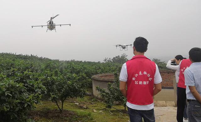 植保无人机的优点、喷施肥料农药技术