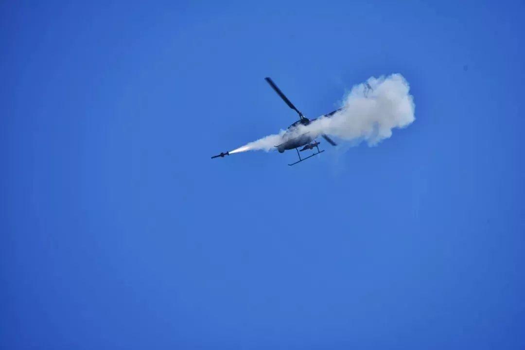 V500察打无人直升机起飞