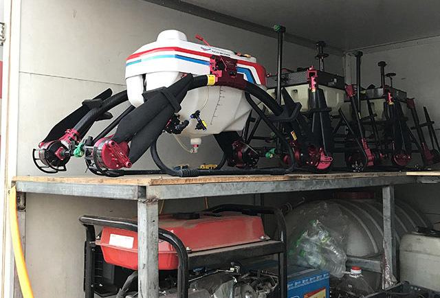 植保机在装车前一定要装入清水清洗整个喷洒系统