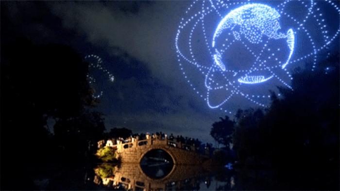 大漠大智控3051架无人机表演秀创造新纪录视频