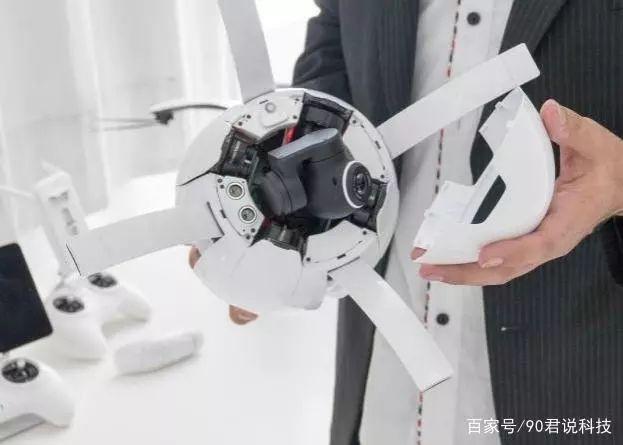 在这款无人机接上还使用了高清摄像机