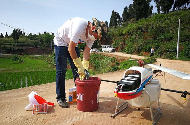 采用植保无人机对万亩水稻进行病虫害统防统治