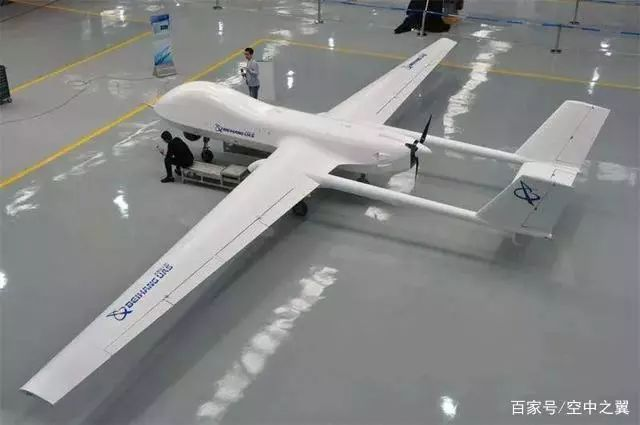 与传统无人机相比,BZK-005C最大的特点就是采用了独特的双尾撑启动布局