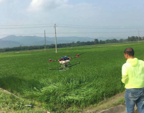 安福县:农作物植保借助无人机走上高科技之路