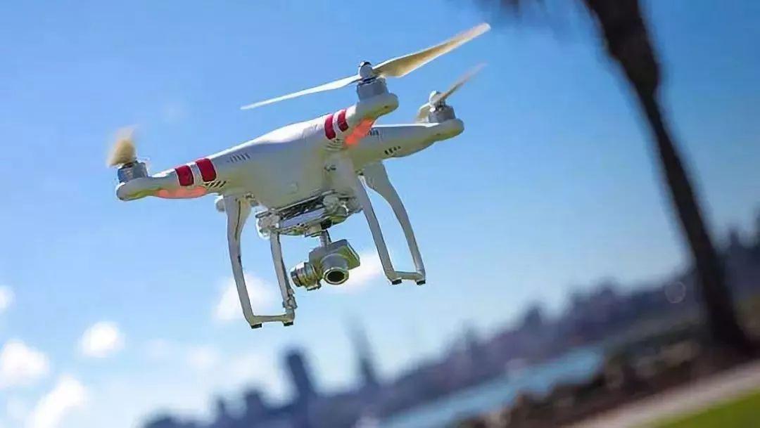 樊邦奎院士报告的第二方面,无人机发展已经大大超出了军事领域,在很多行业得到广泛的应用。
