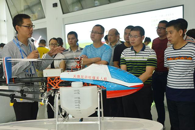 和平县考察农业植保无人机喷洒作业插图2
