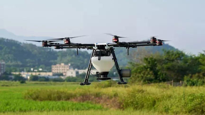 大疆创新在2017年发布的无人机播撒系统