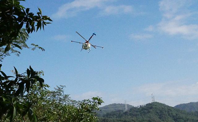 植保无人机可空中悬停、垂直起降,需要起降场地小,能灵活起降,可有效解决山地、丘陵等人工和地面机械作业难的问题。